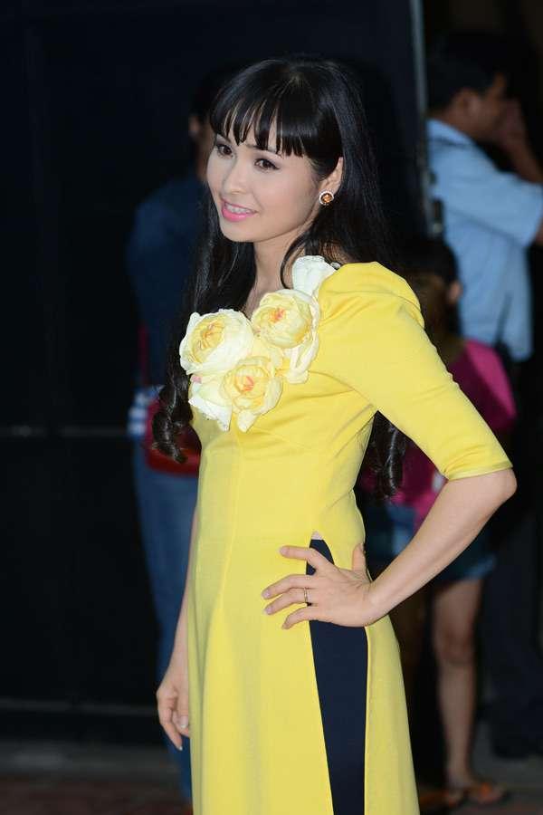 """Ca sĩ Trang Nhung """"đụng hàng"""" Phương Mỹ Chi"""
