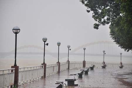 Bão 15 suy yếu nhanh, mưa hầu khắp các tỉnh Nam Bộ